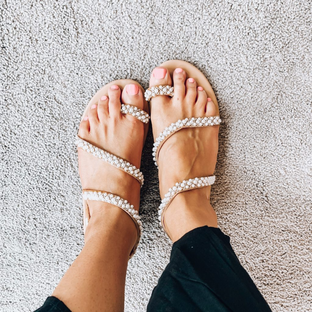 Women's Beaded Flat Sandals Pearl Beach Toe Ring Casual Bohemia Summer Sandals for Wedding Travel